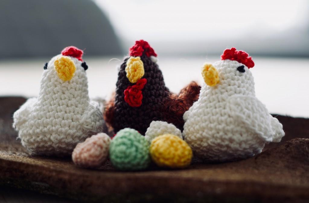 Gehäkelte Hühner und Eier